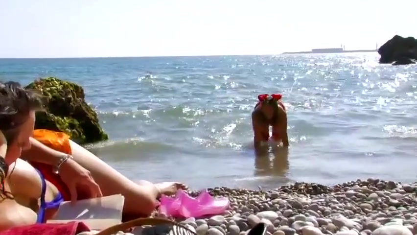 Nathalie Vanadis fucked on the beach with a friend How to know if your friends are dating