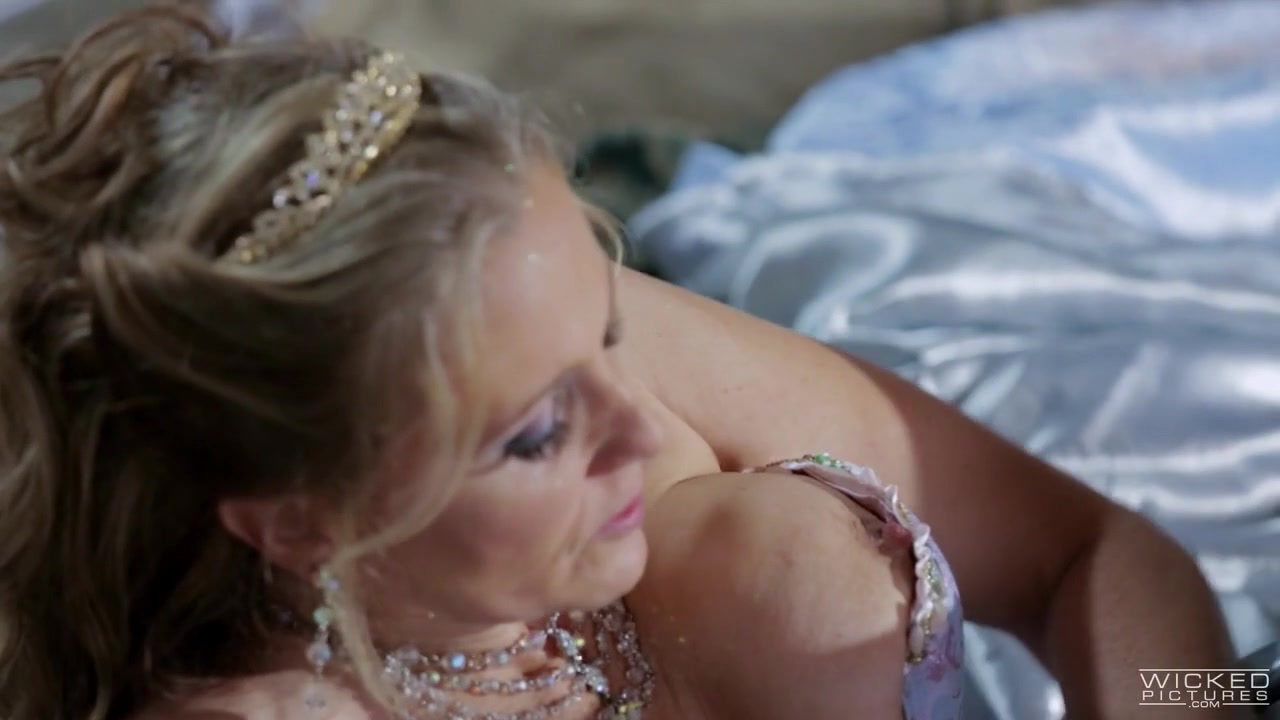 Julia Ann In Cinderella Xxx: An Axel Braun Parody, Scene 3 Reverse Bang Bus