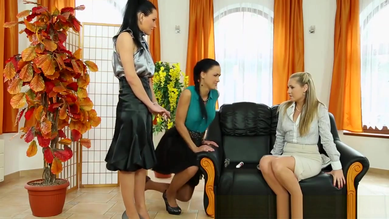Glamor lesbian trio piss Voyeur doctors office cam