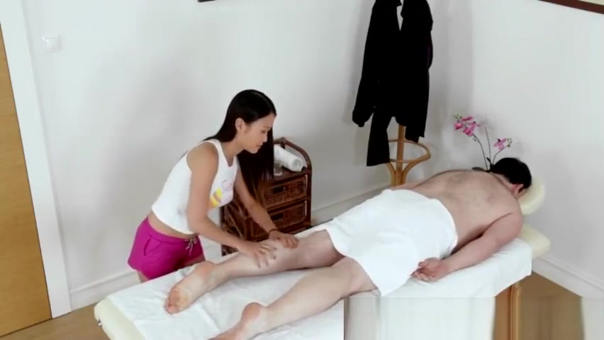 Oriental massage beauty seduces her customer on the massage t nudes with a penis