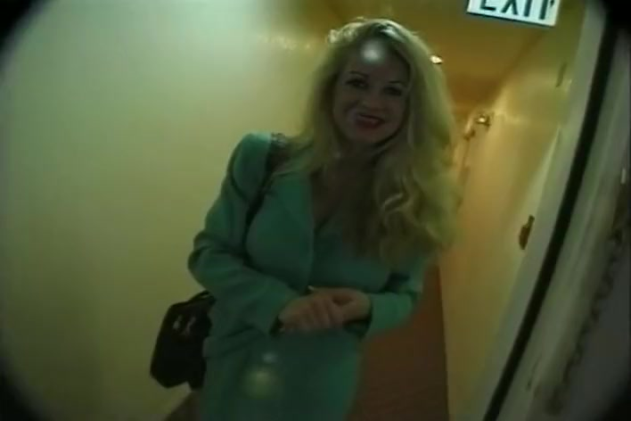 Executive Slut With Huge Tits Enjoys Eating Cum hayden panettiere sex video from metacafe