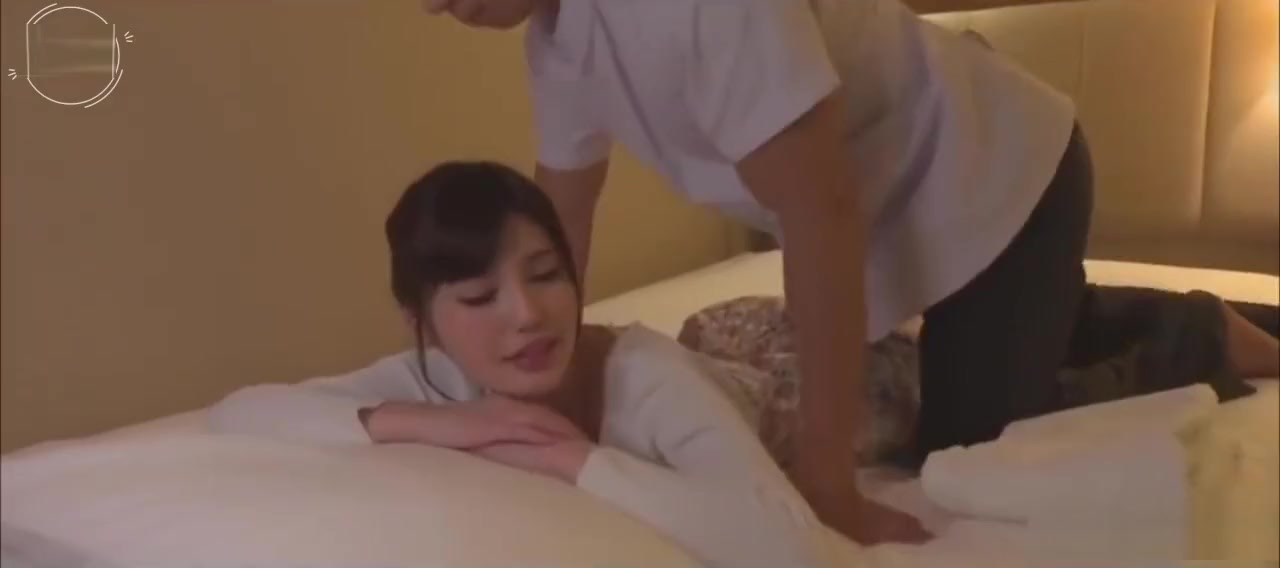 Teen LeyLee Squirts while getting Massage BJ