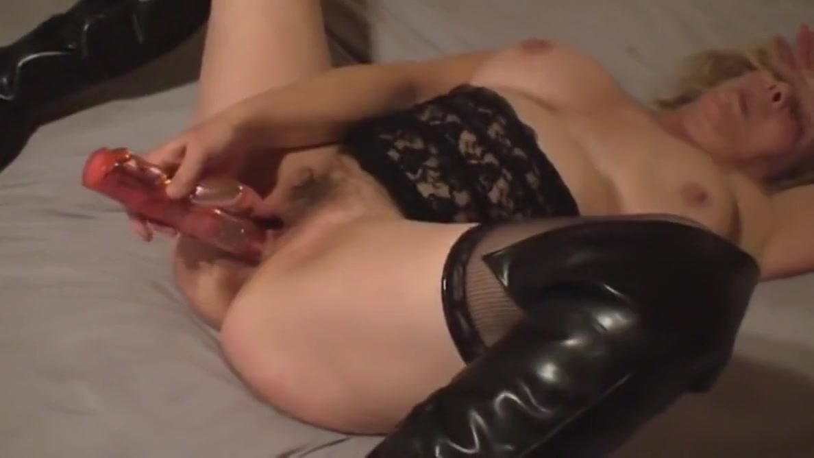 Mature Wife Cums Easy With Her New Toy