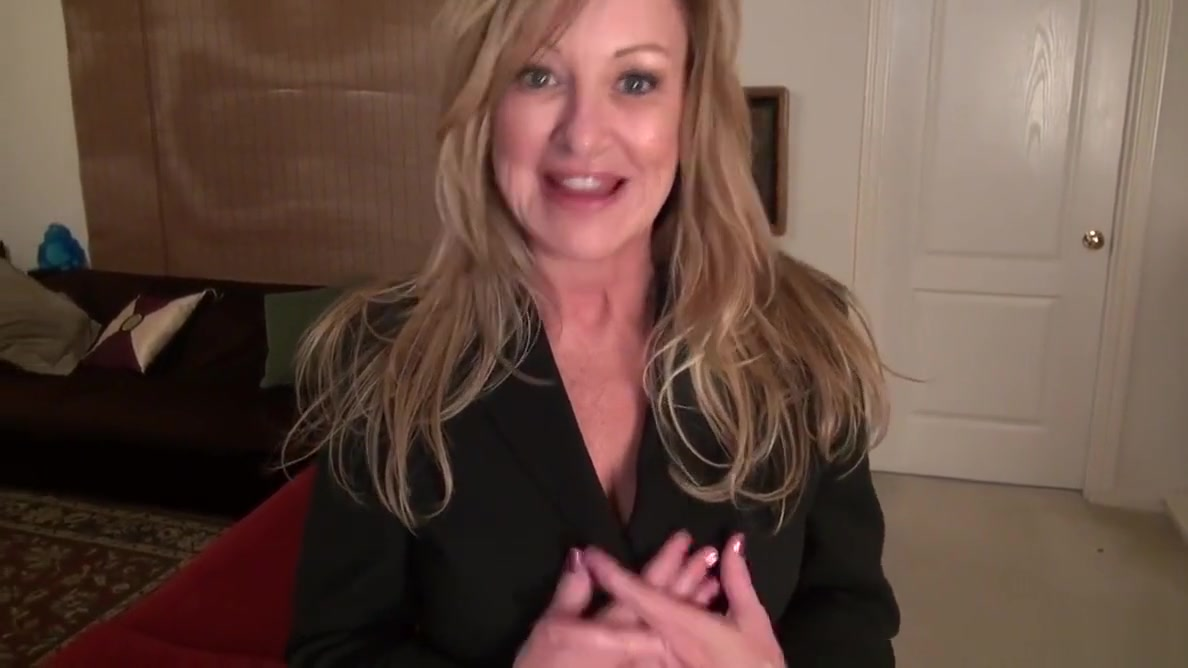 American milf Sally Steel lets you enjoy her lady bits hot fuck in the bedroom