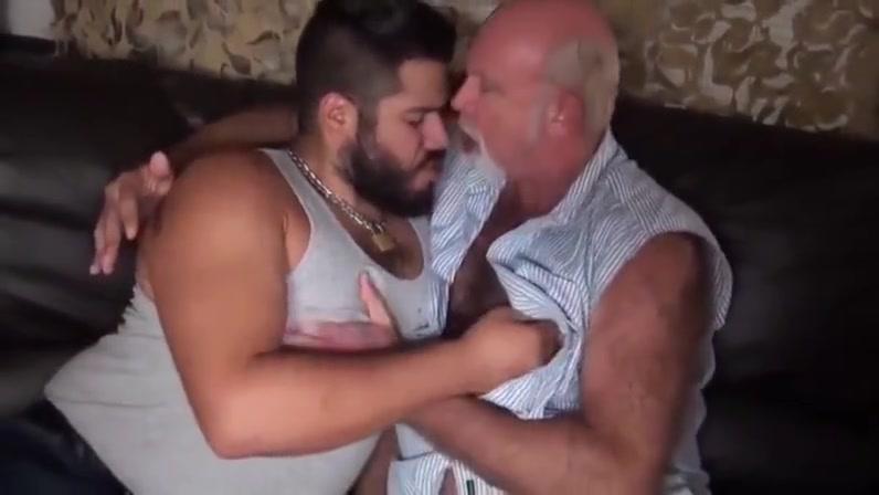 BRUTUS18CM - VIDEO 129 - GAY PORN! Sexy model creampie