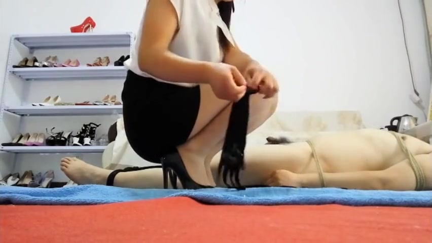 Chinese Mistress Force Handjob Twice