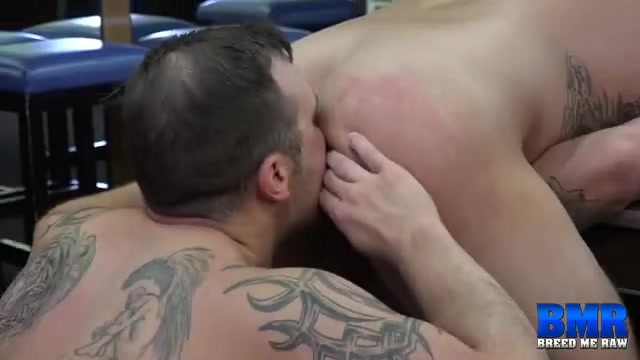 Tyler Griz and Chip Young - BreedMeRaw Geile masseur