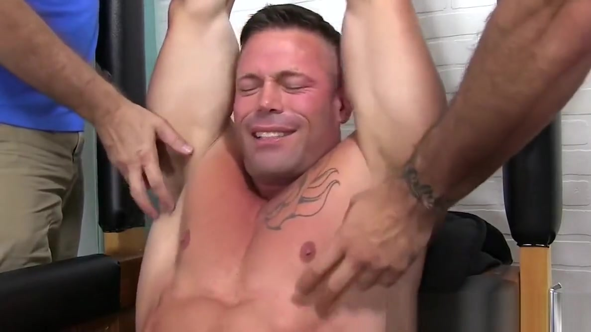 Muscular stud Joey J breaks down from rough tickling dick in big ass