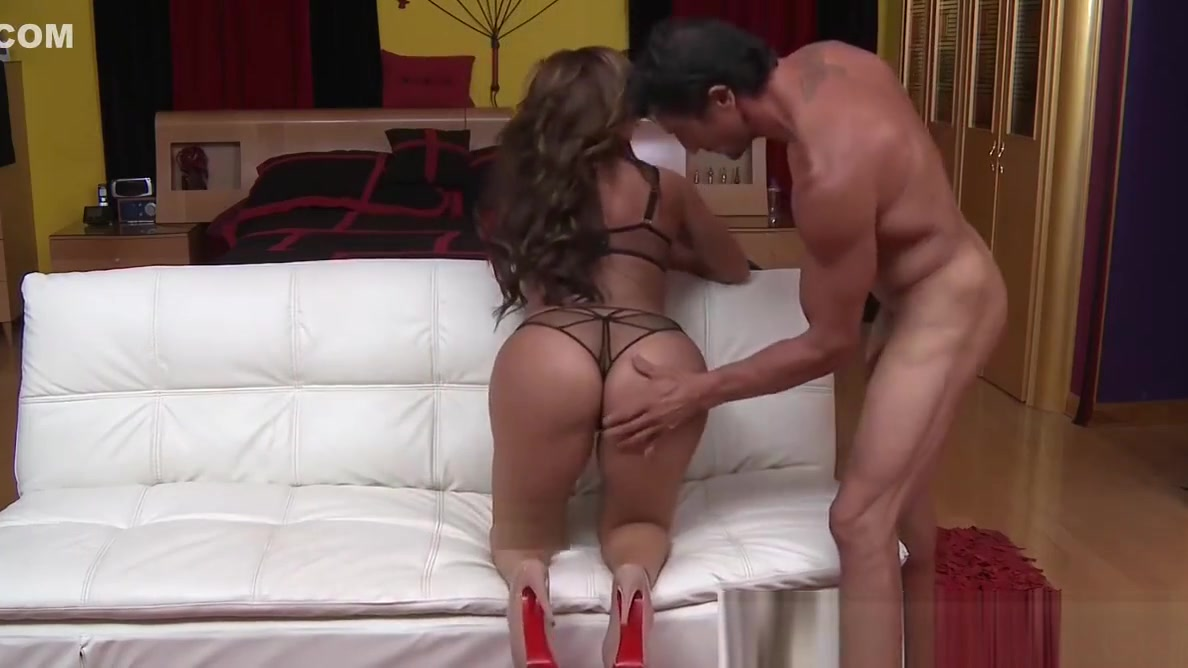 Bootylicious MILF riding cock until its cum tasting time