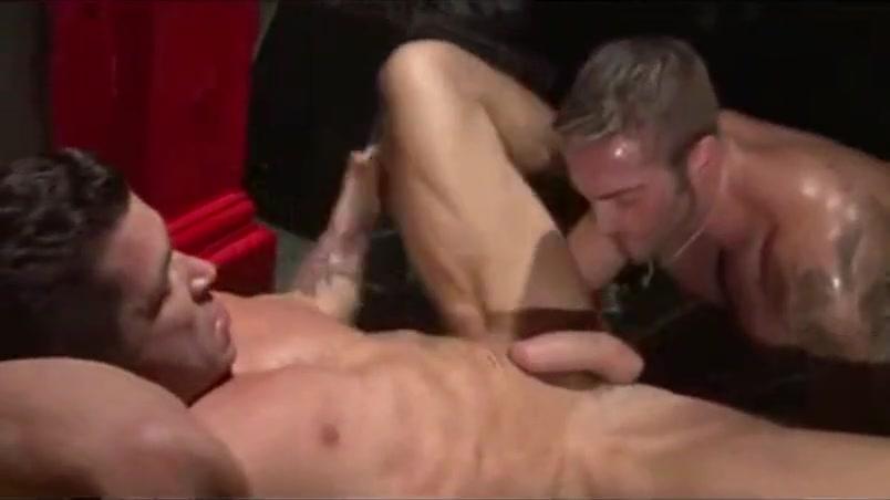 Trenton en GayPorno.fm Friends wife tits