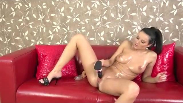 Hot chick finger banging herself
