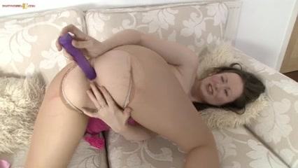 Vicki plays with her bawdy cleft in tights