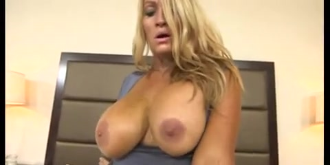 GILF HUGE NATURAL BOUNCING BOOBS amateur porn videos yuv