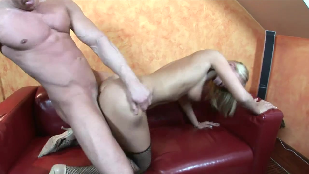 Dionne Darling drilled in the living room amature virgin neighbour fuck
