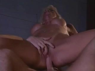 COUGAR BANGED BY RANDOM YOUNG STRANGER!!!! Really hot midget anal