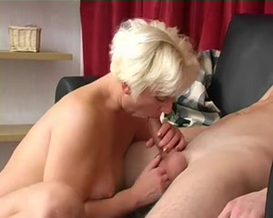 blond mamma fuck boy-friend