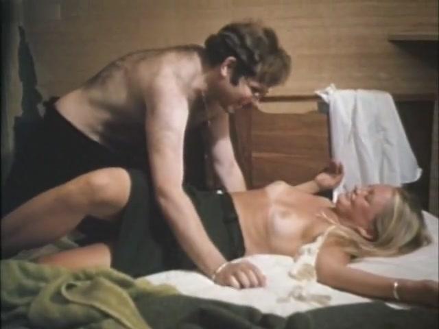 Lee Ann Barnes,Leslie Cederquist,Kirsten Baker in Teen Lust (1979) Die curious