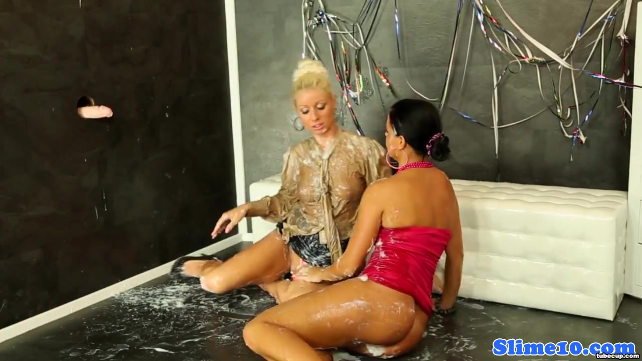 Candy Blond and Laetitia scissoring Lesbo enjoyment from teens
