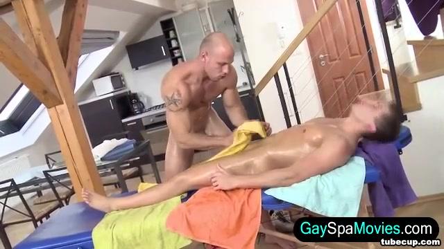 Amateur masseur tugging Naked Cam Girls Live