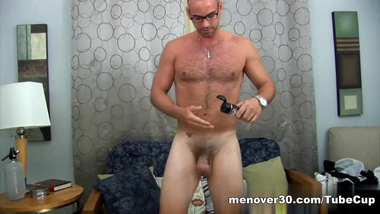 MenOver30 Video: Working Stiff Rimmed Grannx